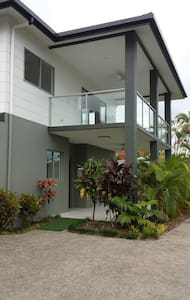 Self-contained modern unit - Cairns North, Queensland, AU