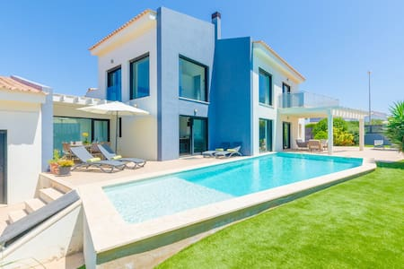 LA PRIMERA - Modern chalet with private pool near the golf course.