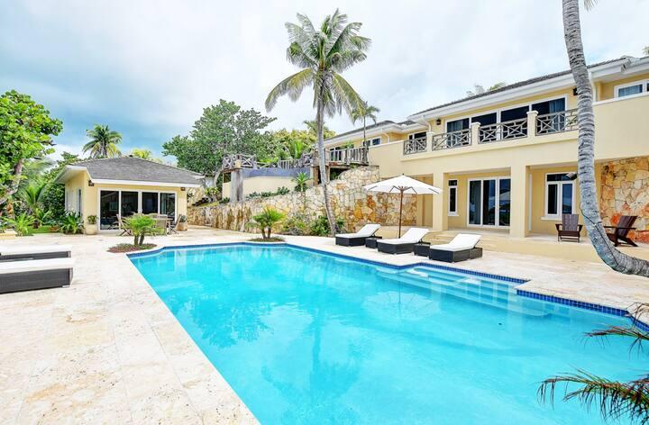 Luxury  5 bdr Villa