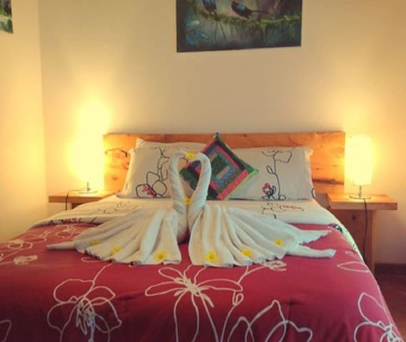 El Quetzal Room with Private Garden Casa Batsu BnB