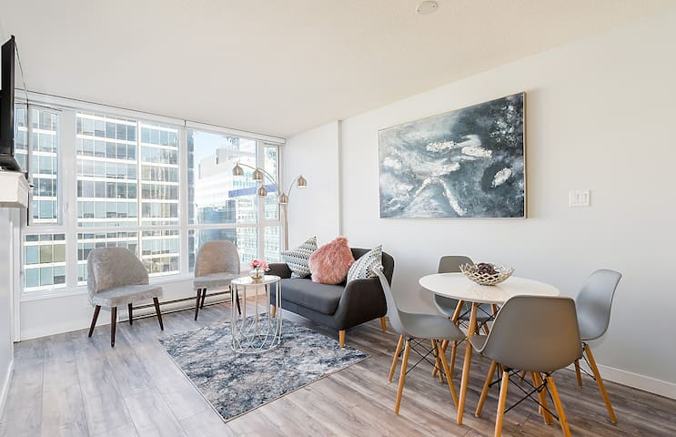 Beautiful newly renovated downtown Vancouver condo