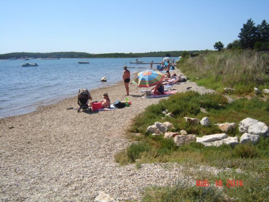 plaža 130 metara udaljena od kuće