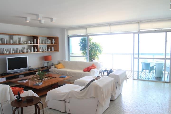Apartamento Luxuoso e Moderno de frente à Praia