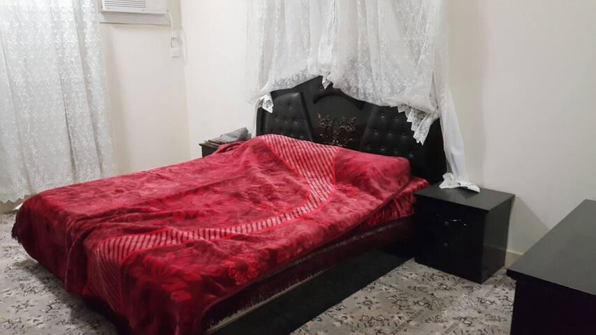 شقة 3 غرف ومطبخ وحمامين  وصالة - Buraydah - Apartment
