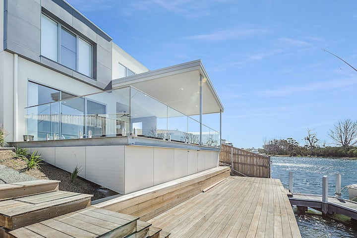 Anchored - Access to the Gippsland Lakes