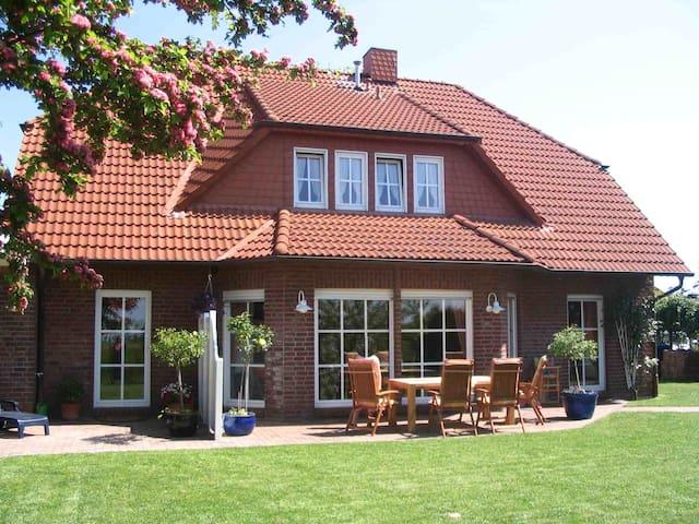 Ferienhaus Ralf Hans, (Horumersiel-Schillig), Ferienwohnung 3, 80 qm, Garten und Terrasse, 2 Schlafzimmer, max. 5 Personen