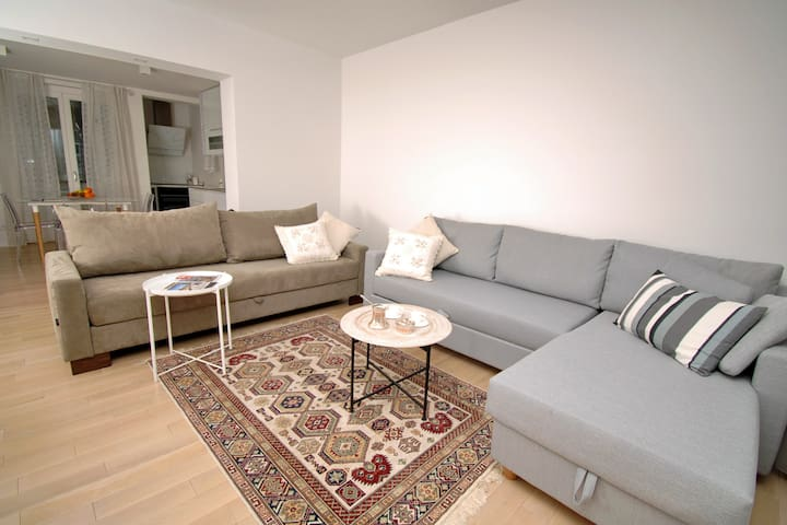 2 sofabeds available for 2 of the guests