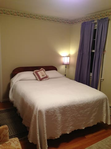 Third bed room with queen size bed