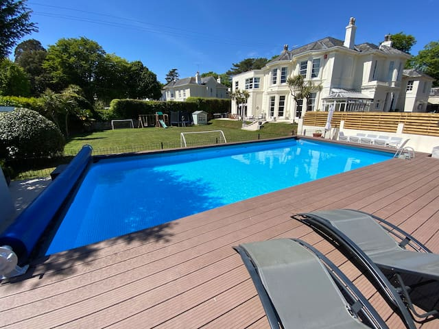 Luxury villa with swimming pool, close to beaches