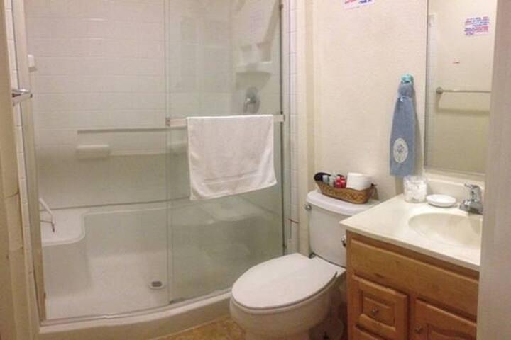 BLACKWATER BAY bathroom