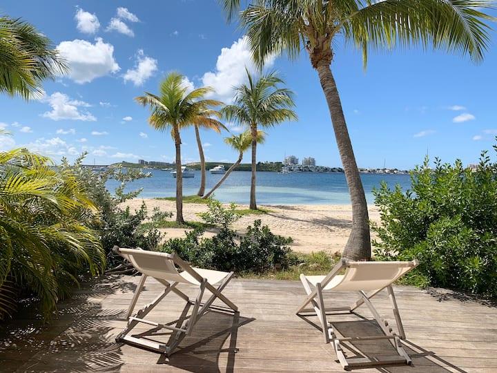 Cosy T2 sur sable, lagon et cocotiers