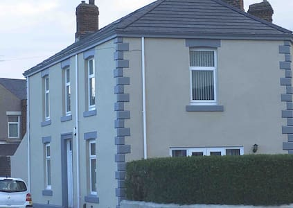 Beautiful 1 double bedroom in loving home