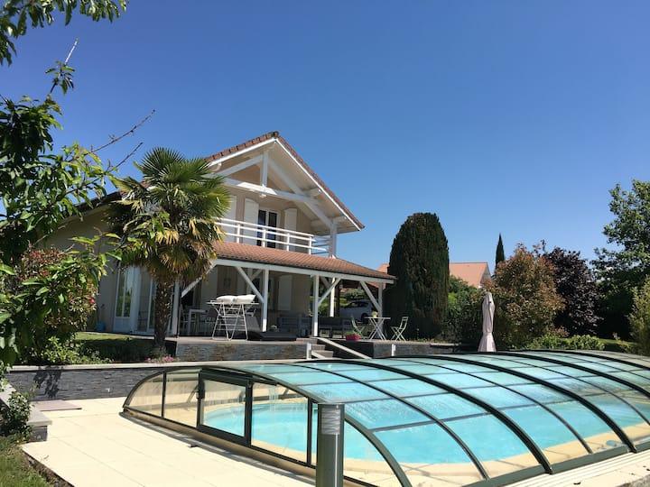 Chens-sur-Léman : Maison avec piscine