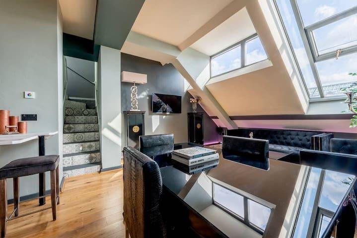 Luxury 3 bedroom Penthouse w/  Huge Roof Terrace