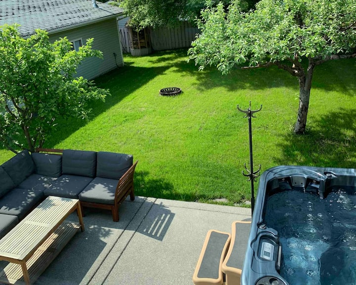 Home away from home - Hot Tub - Fire Pit - BBQ