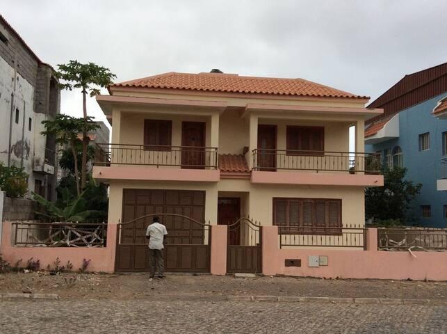 maison récente tarrafal