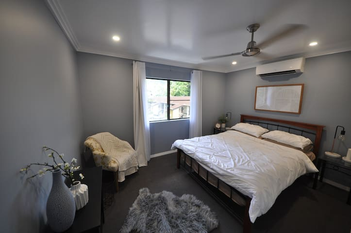 Modern tropical unit near CBD - Edge Hill - Apartemen