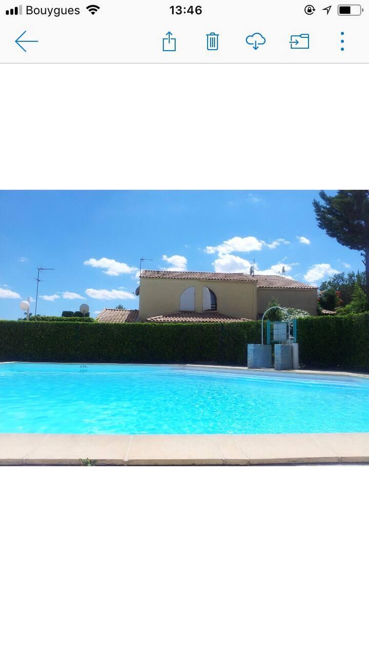 Jolie villa équipée piscine 20 minutes des plages