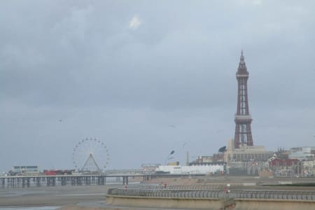 Family flat 2 mins from Beach, Blackpool - Blackpool - Apartemen