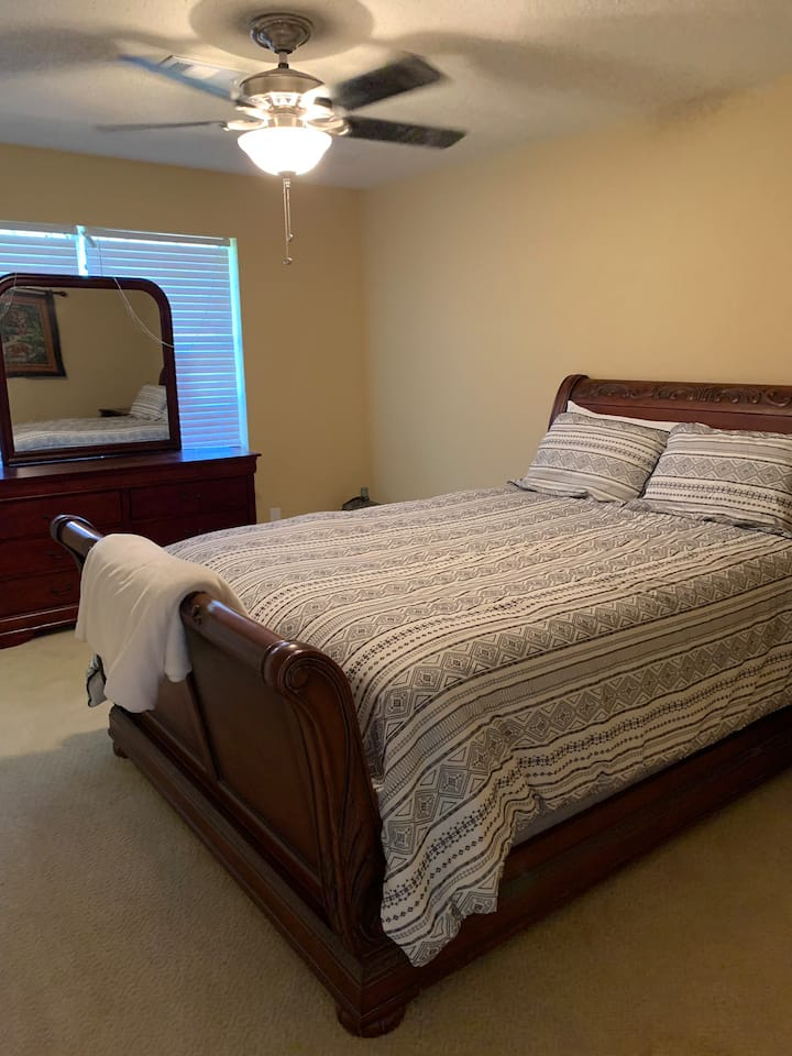 1 bedroom with jack and Jill bathroom