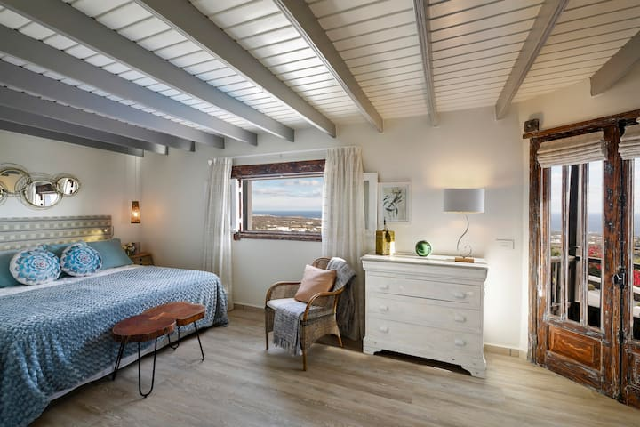 Main bedroom kingsize with on suite bathroom and sea views