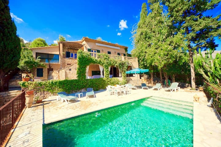 Villa Calvi for 6 guests, with private pool and magnificent views of Pollensa!