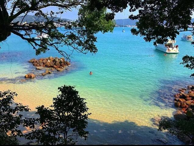 Novinho e Top na Praia de Bombinhas Ap.6
