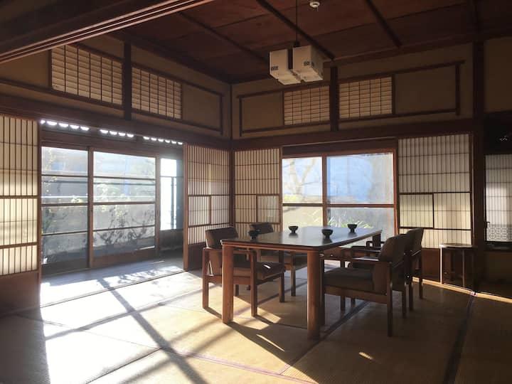 江ノ島近く、築100年の平屋古民家で過ごす最高の休日【FOLK Koshigoe】