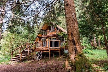 Cabin in Paradise. Hot Tub & Sauna - Ashford