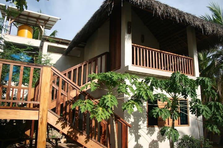 Sukinamon bungalow garden view enjoys cool breezes
