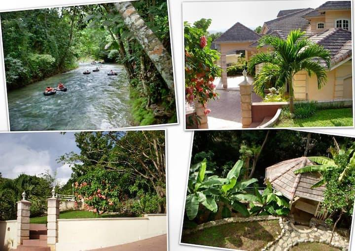 Idilio Rooms (Private, room, bath & balcony)