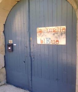 """Une chambre dans """"la Malle Bleue""""! - Vallabrix"""