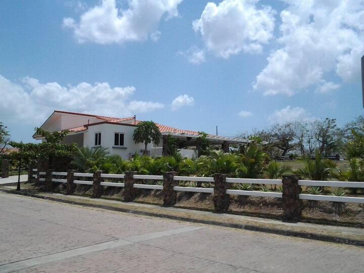 Exclusiva residencia de playa en complejo privado