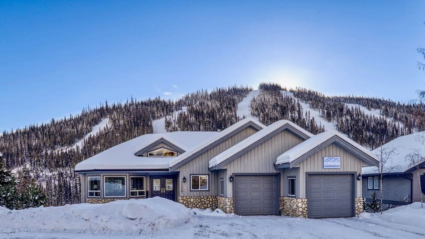 """Sun Peaks Chalet """"At Trails End"""" Ski-In/Ski Out"""