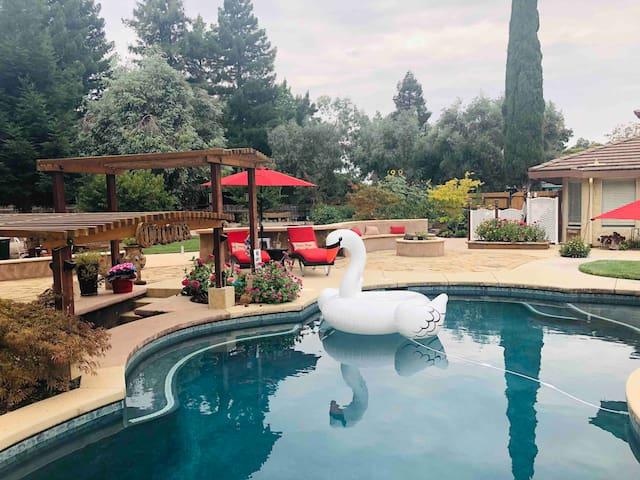 Resort-like first class weekend getaway!