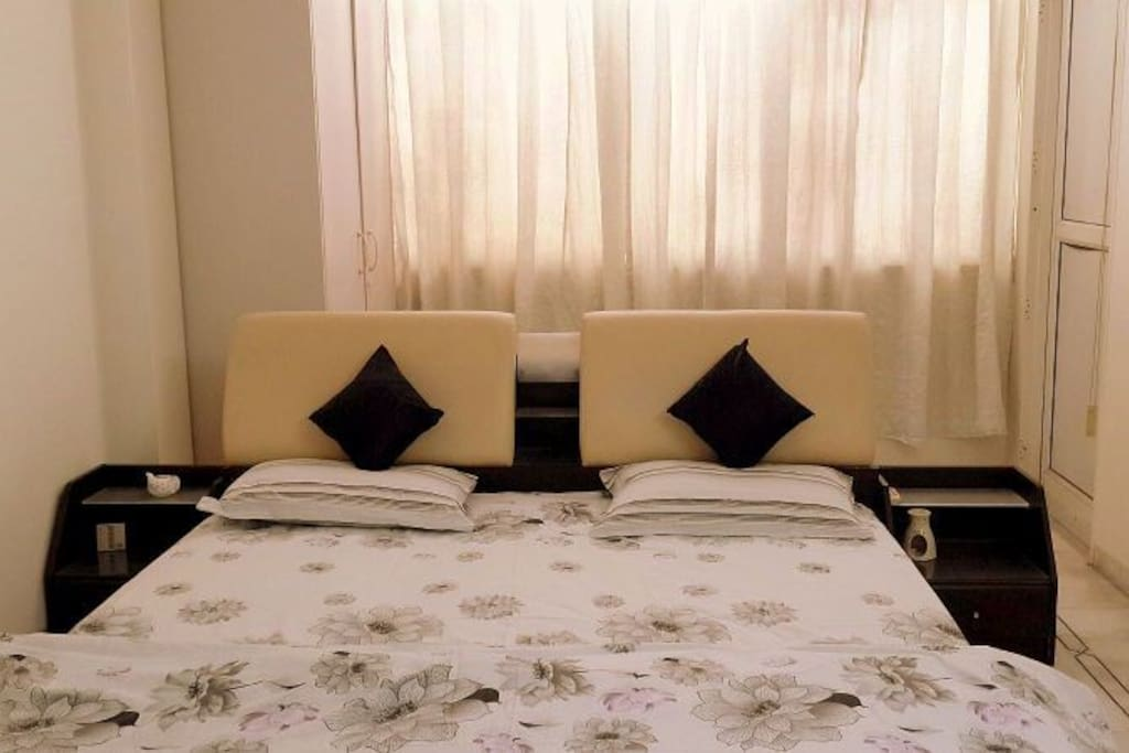 UhLarge Luxury Bedroom