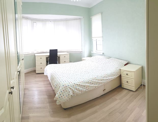 Double Room in Amazing City Centre SeaView House 2