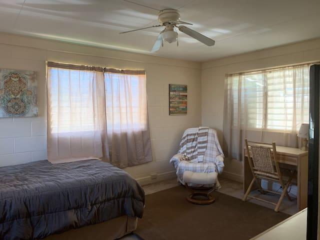Bedroom/studio separate entrance (1 month rental)