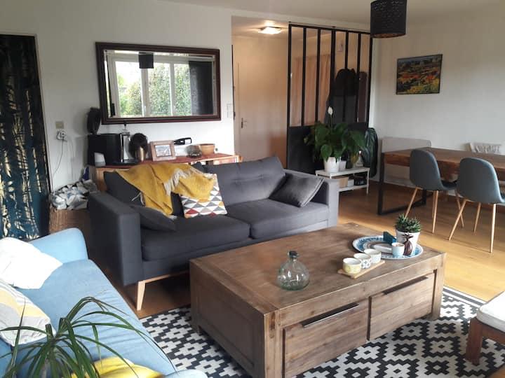 Chambre dans appartement avec terrasse