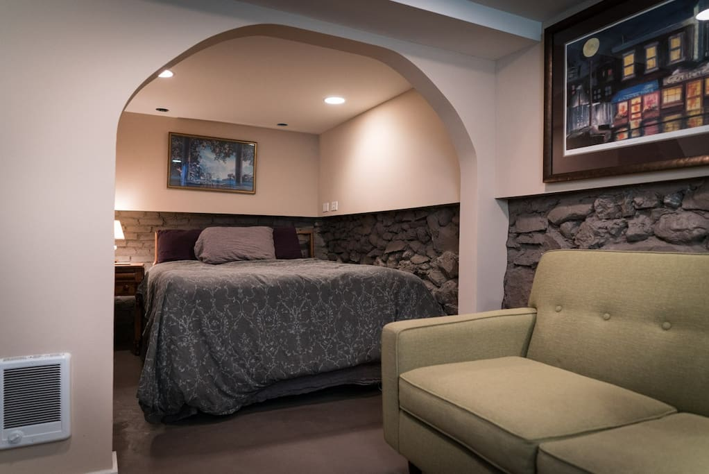 Queen bed with sitting area.