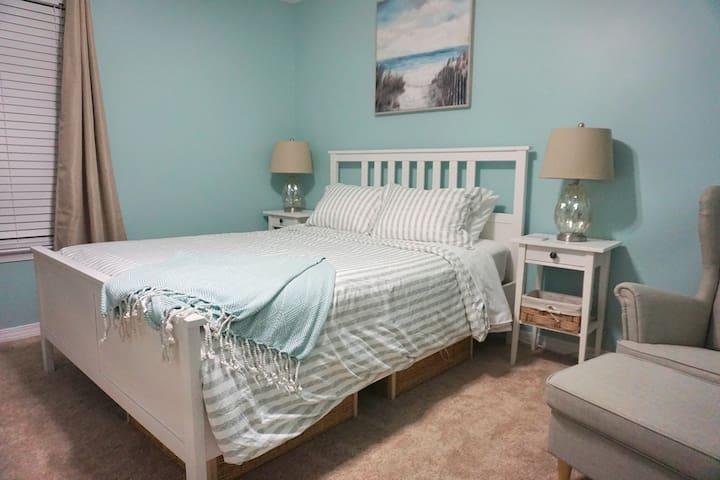 Sandy Feet Retreat - Destin Getaway - Private Room