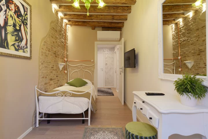 IRIS SINGLE ROOM VENICE CENTER - ST. MARK'S SQUARE