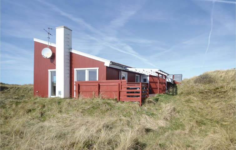 Holiday cottage with 4 bedrooms on 135m² in Vestervig