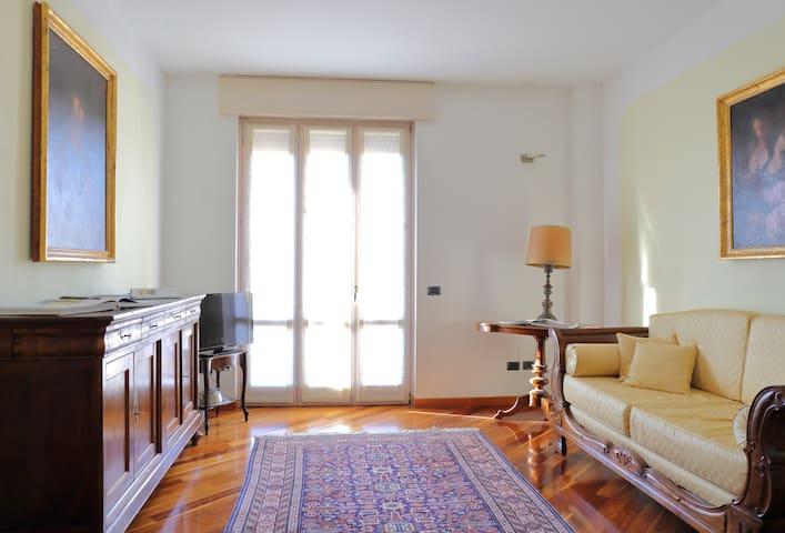 Verona Luxury (Double Beds + 2 bathrooms) - Verona - Apartemen