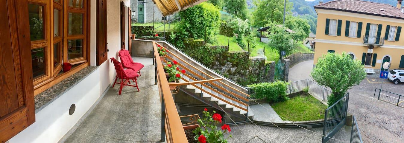 Casa del Quai & garage - Schignano, Como Lake