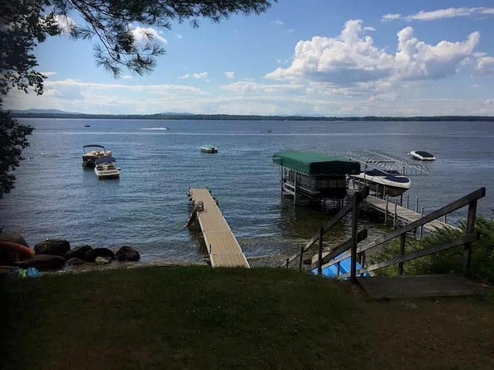 Spacious Cape-Mountain Views & Sebago Lake Access
