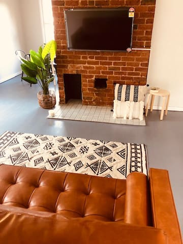 Charming Inner City Cottage + Studio ★Groups★Pets
