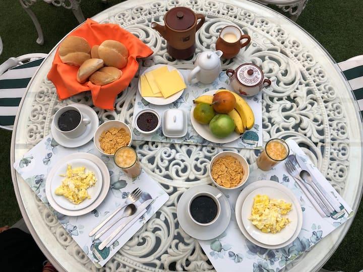 Habitación triple con desayuno en Miraflores!