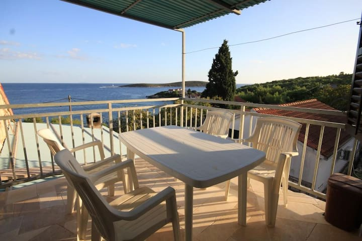 Two bedroom apartment with terrace and sea view Brgujac, Vis (A-8918-a)