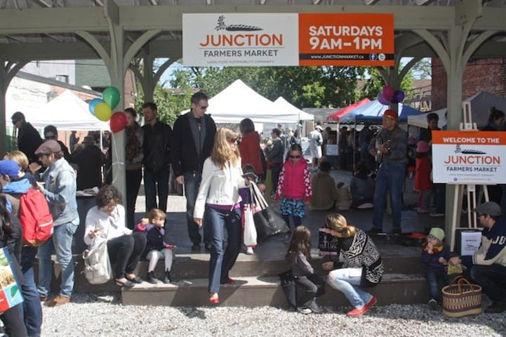 Walk to great restaurants, stores and farmers market in the Junction.